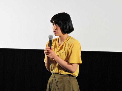 上映前に登壇した藤村明世監督